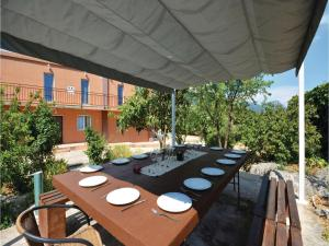 Six-Bedroom Holiday Home in Kastel Novi, Case vacanze  Kastel Novi - big - 43
