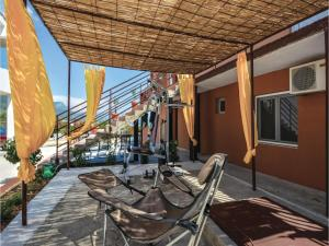 Six-Bedroom Holiday Home in Kastel Novi, Case vacanze  Kastel Novi - big - 41