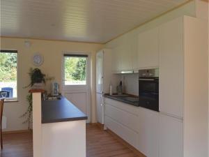 Three-Bedroom Holiday Home in Juelsminde, Prázdninové domy  Sønderby - big - 15