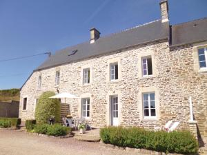 Holiday Home Quettehou with Sea View 04 - Morsalines