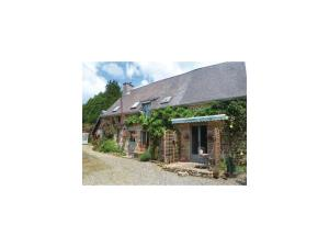 Three-Bedroom Holiday Home in Les Loges Marchis - Sainte-Marie-du-Bois