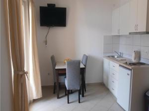 One-Bedroom Apartment Denovici 0 03