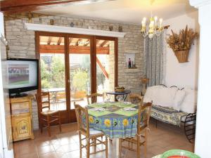 obrázek - Six-Bedroom Holiday Home in Gordes