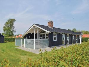 Three-Bedroom Holiday Home in Juelsminde, Prázdninové domy  Sønderby - big - 1