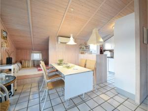Three-Bedroom Holiday Home in Juelsminde, Case vacanze  Sønderby - big - 4