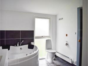 Three-Bedroom Holiday Home in Juelsminde, Case vacanze  Sønderby - big - 3