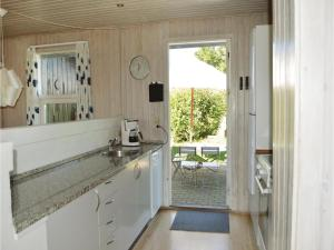 Four-Bedroom Holiday Home in Juelsminde, Nyaralók  Sønderby - big - 19