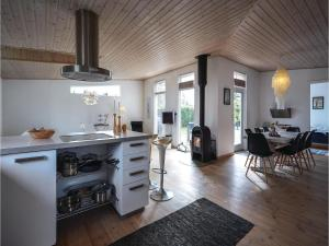 Four-Bedroom Holiday Home in Juelsminde, Nyaralók  Sønderby - big - 13