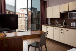 Roomzzz Leeds City (6 of 18)