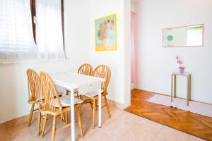 4-Bedroom Apartment in Malinska/Insel Krk 13139, Апартаменты  Малинска - big - 15