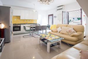 4-Bedroom Apartment in Malinska/Insel Krk 13139, Апартаменты  Малинска - big - 16