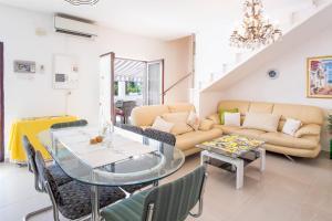 4-Bedroom Apartment in Malinska/Insel Krk 13139, Апартаменты  Малинска - big - 17
