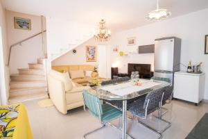 4-Bedroom Apartment in Malinska/Insel Krk 13139, Апартаменты  Малинска - big - 18