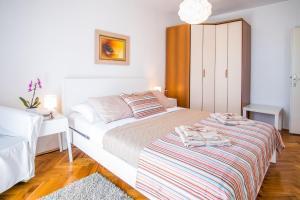 4-Bedroom Apartment in Malinska/Insel Krk 13139, Апартаменты  Малинска - big - 20