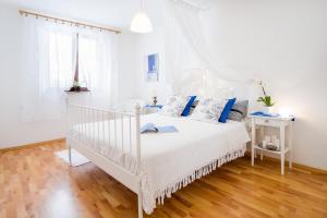 4-Bedroom Apartment in Malinska/Insel Krk 13139, Апартаменты  Малинска - big - 21