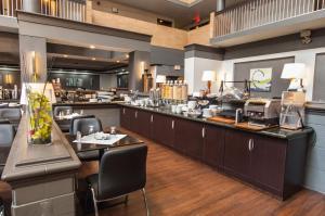 Best Western Plus Village Park Inn, Hotel  Calgary - big - 59