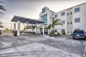 Motel 6 Mission, Мотели - Мишен