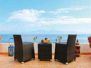 Three-Bedroom Apartment in Melissi, Apartments - Melission