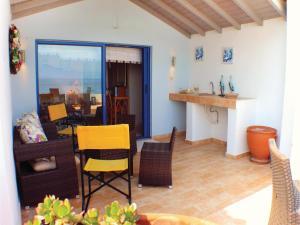 Three-Bedroom Apartment in Melissi, Ferienwohnungen  Melission - big - 29
