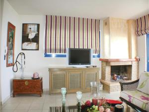 Three-Bedroom Apartment in Melissi, Apartments  Melission - big - 8