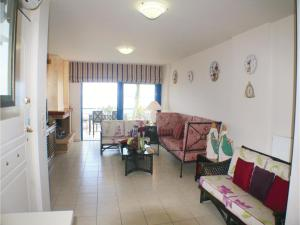 Three-Bedroom Apartment in Melissi, Apartments  Melission - big - 6