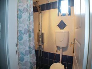 Three-Bedroom Apartment in Melissi, Apartments  Melission - big - 17
