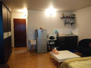Renovate Room Near Impact, Apartmanok  Banbangphang - big - 47