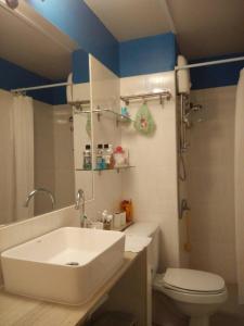 Renovate Room Near Impact, Apartmanok  Banbangphang - big - 44