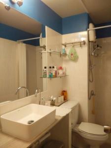 Renovate Room Near Impact, Apartmanok  Banbangphang - big - 37