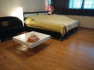 Renovate Room Near Impact, Apartmanok  Banbangphang - big - 43