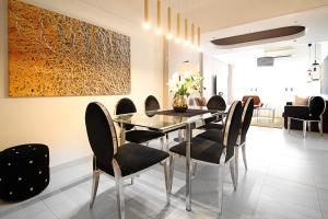 Large Boutique Style Apartment - Upper House, Apartmány - Hongkong