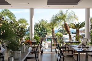 Mediterranean Beach Hotel (5 of 40)