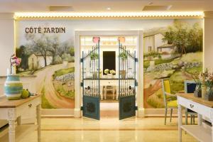 Coral Beach Resort Sharjah, Курортные отели  Шарджа - big - 12
