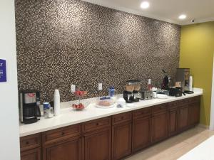Americas Best Value Inn and Suites, Hotels  Humble - big - 16