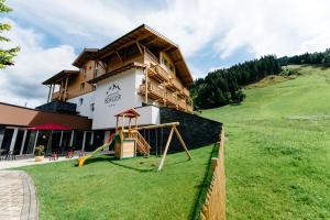 Landhotel Berger - Hotel - Eben im Pongau