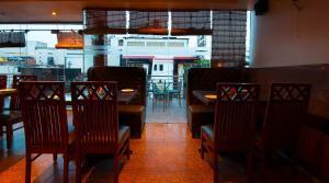 Hotel Aura, Отели  Нью-Дели - big - 108