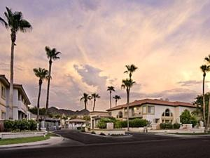 Private Resort Community Surrounded By Mountains w/3 Pool-Spa Complexes, ALL HEATED & OPEN 24/7/365! - Apartment - Phoenix