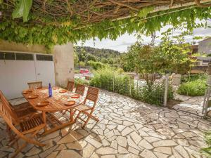 Holiday Home in Felines-Minervois with Swimming Pool