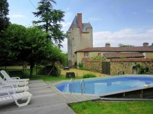 Location gîte, chambres d'hotes Gorgeous Mansion with Pool in Saint-Paul-du-Bois dans le département Maine et Loire 49