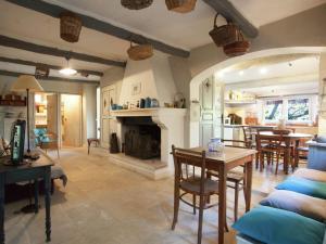 Le Figuier, Holiday homes  Maubec - big - 9