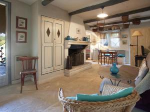 Le Figuier, Holiday homes  Maubec - big - 10