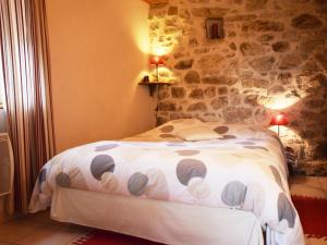 Cozy Holiday Home in Saint-Pierre-de-Colombier with Terrace