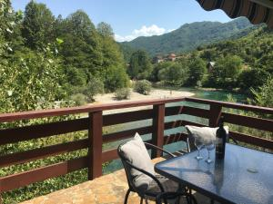 Cozy house next to river Neretva in nature - Mljetvine