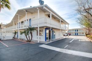Motel 6-Phoenix, AZ - East