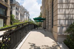 J Apartment Century Park Branch