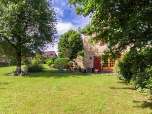 Spacious Farmhouse with private garden in Saint-Cybranet