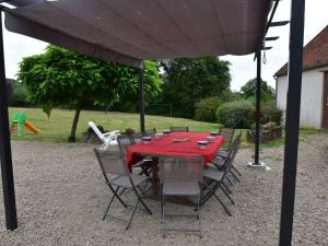 Vintage Holiday Home in Champallement with a Fenced Garden
