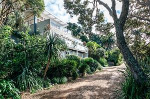 The Beach House - Oneroa Beach, Prázdninové domy  Oneroa - big - 34