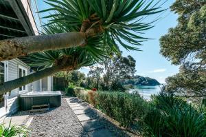The Beach House - Oneroa Beach, Prázdninové domy  Oneroa - big - 32
