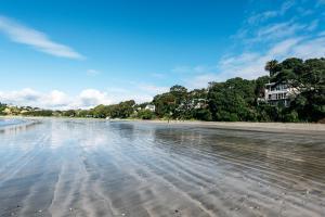 The Beach House - Oneroa Beach, Prázdninové domy  Oneroa - big - 37